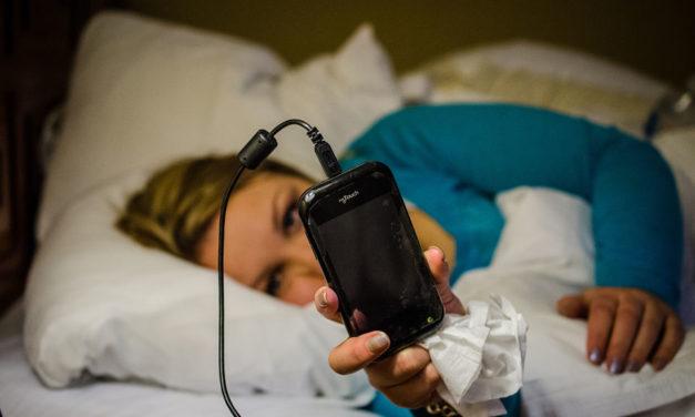 Ako spavamo s mobitelom kod uzglavlja, i djeca će raditi isto