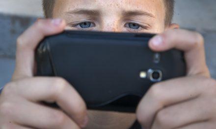 Jedini način da zaštitimo djecu od opasnosti na društvenim mrežama