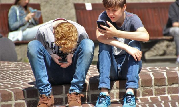 Dopisivanje s nepoznatim osobama online