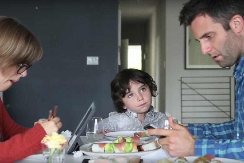Večera bez uređaja: na pola sata maknite mobitele i povežite se s obitelji