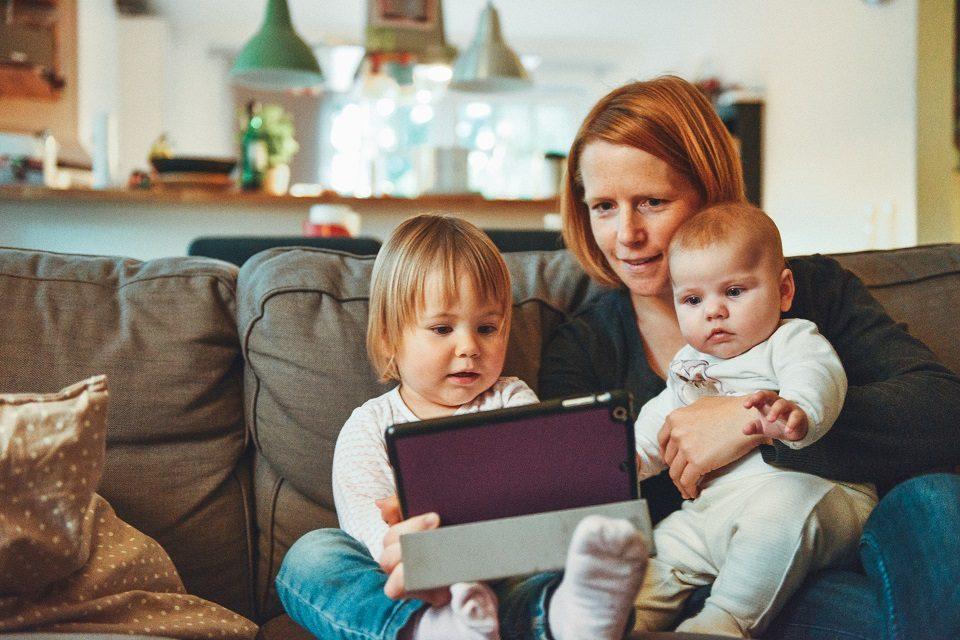 Putokaz za mudro korištenje medija u obitelji: 22 pitanja za roditelje