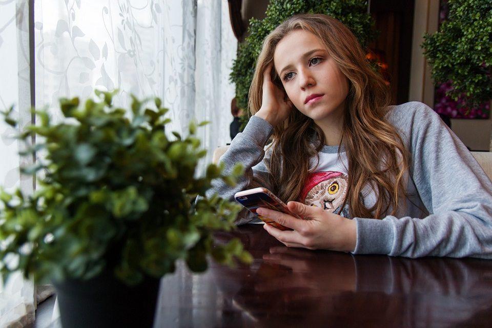 Znakovi da vaše dijete trpi ili čini elektroničko nasilje