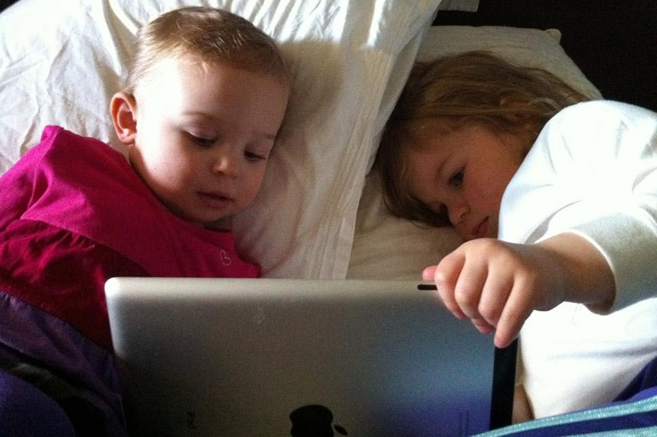 Mobitel ili tablet prije spavanja? Utjecaj ekrana na dječji san