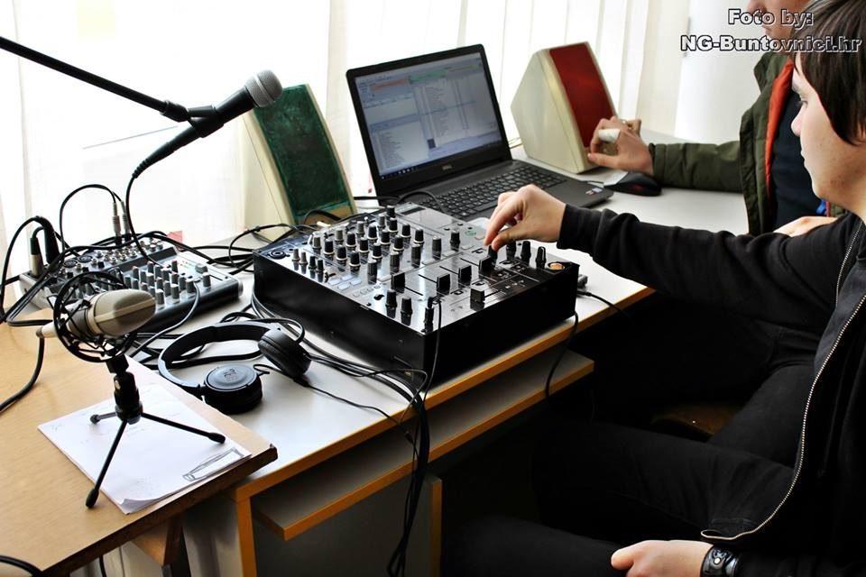 Emitirana pilot-emisija novogradiškog Školskog radija