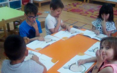 Dodirujući svoje nosiće, predškolci uče o medijskoj pismenosti