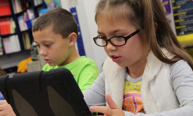 Što je kritička medijska pismenost i kako je razvijati kod djece