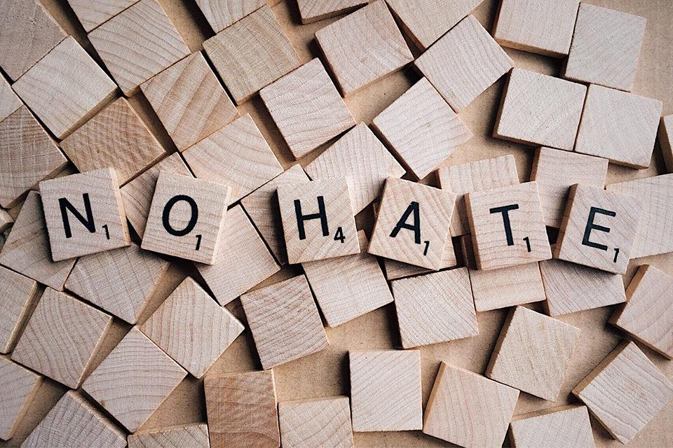 Sloboda izražavanja i govor mržnje: gdje je granica?