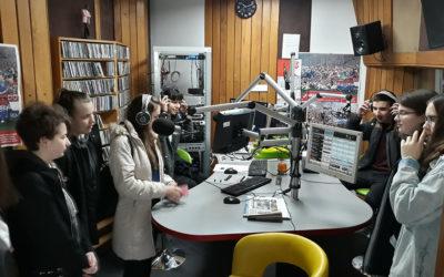 Učenici su pisali vijesti za radio i javljali se u eter