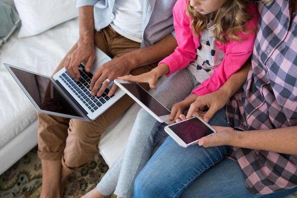 Kako se djeca informiraju u digitalnom okruženju i možemo li ih pratiti