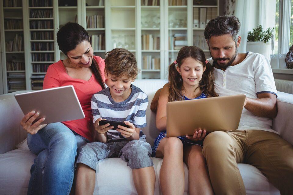Kako podržati djecu u svijetu medija: savjeti za roditelje osnovnoškolaca